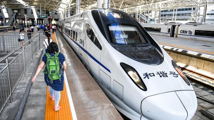 Самые быстрые в мире: Между Пекином и Шанхаем поезда летают на скорости 350 км/ч