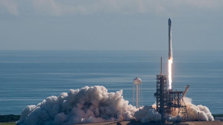 Ветер отложил премьерный старт ракеты Falcon Heavyс автомобилем Илона Маска