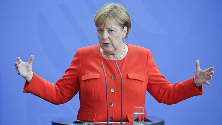 Не включайте ей гимны: В Сети объяснили дрожь Меркель, из-за которой изменили протокол