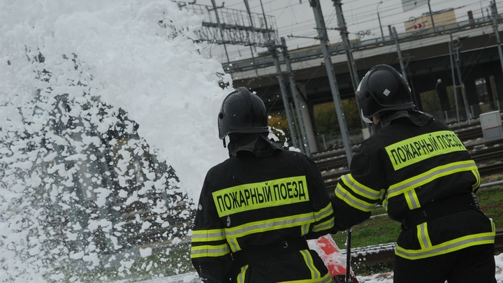 Погорельцев с улицы Аппаратной в Екатеринбурге временно поселили в школе