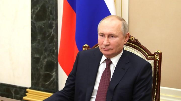 Путин поручил обратить внимание на соотечественников за рубежом