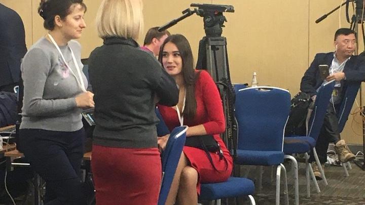 Ксения Собчак привлечет внимание Путина на большой пресс-конференции красным платьем