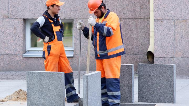 Острая нехватка дешевой рабочей силы: в Петербурге в 2020 году на 88% сократилось число мигрантов