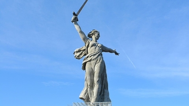 В Госдуме пристыдили Лебедева за критику монумента Родина-мать зовёт!