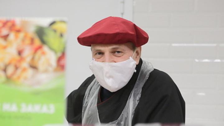 Всё не продезинфицируешь: Эксперт развеял миф об эффективности ношения маски на улице