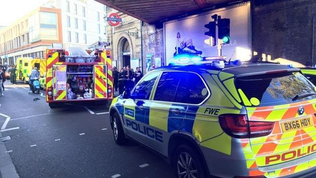 В метро Лондона произошел взрыв, идет эвакуация