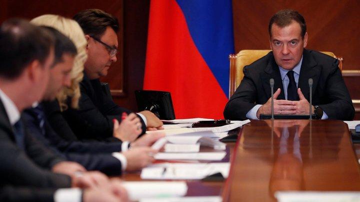 Медведев объяснил сербам, почему Россию не устраивает желание НАТО понатыкать базы