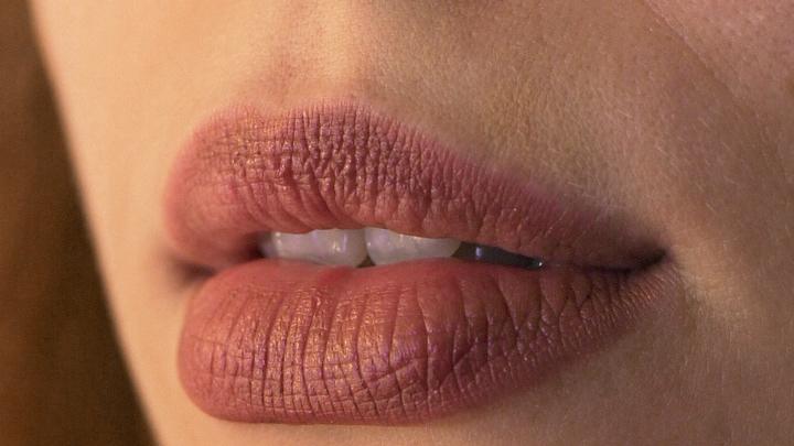 Стоматолог предупредил, какие ополаскиватели для рта опасны для зубов