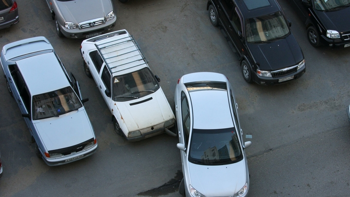 В Екатеринбурге, рядом с ТЦ «Фан-Фан», изменили схему движения по полосам