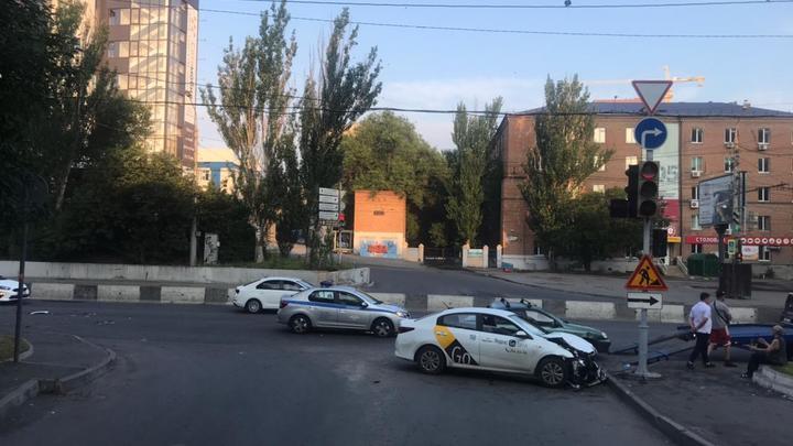 В Ростове в ДТП с заснувшим за рулем водителем такси пострадала 9-летняя девочка