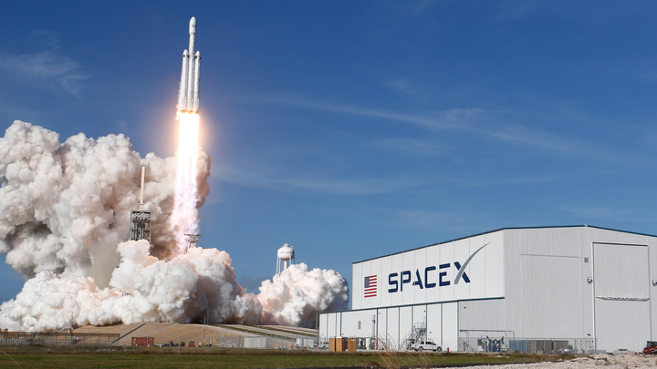 Илон Маск потерял один из разгонных блоков Falcon Heavy при посадке