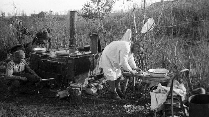 Оладья из лебеды, вместо мяса соя: Какие блюда придумывали повара на фронте
