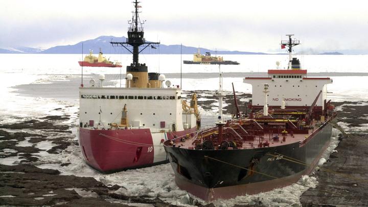 Надо угнаться за Россией в Арктике: Береговая охрана США пожаловалась на отсутствие ледоколов