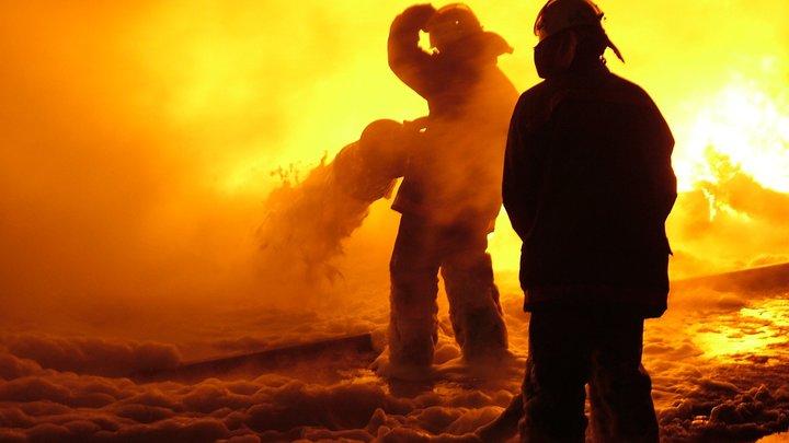 В Самарской области 100 пожарных тушили элитный коттедж