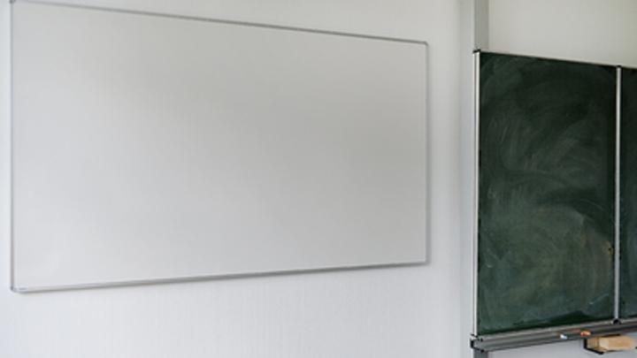 Дети уже и забыли: Директор школы о завершении истории, где первоклашек заставляли писать неприличное слово