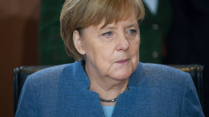 В сложные для себя времена Меркель заговорила о необходимости честного диалога с Россией