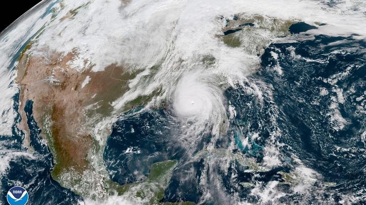«Майкл» обрушился на юг США: Самый мощный ураган в истории Флориды достиг побережья - видео