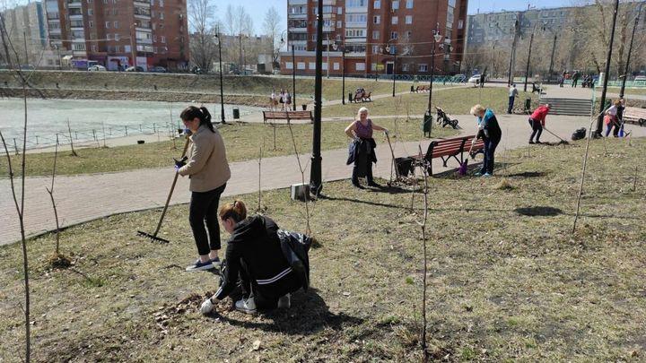 В Челябинске мэр вывела чиновников городской администрации на внеплановые субботники