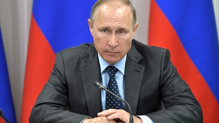 Путин и Медведев почтили память защищавших Севастополь воинов
