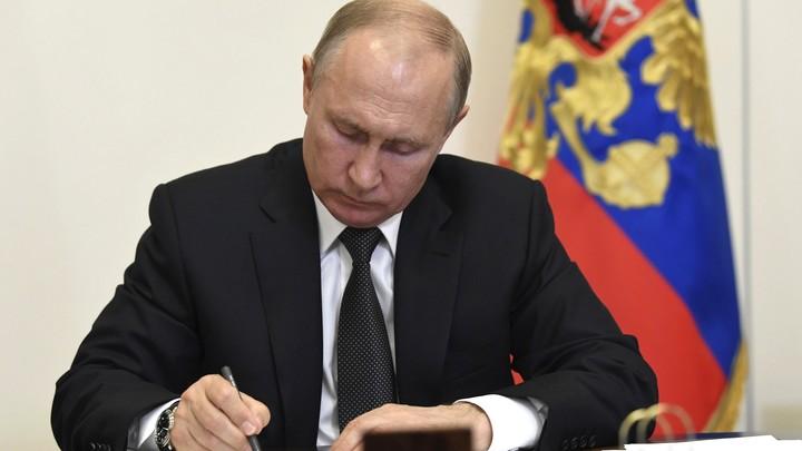 Не только учить, но и воспитывать: Путин внёс в Госдуму поправки в закон об образовании