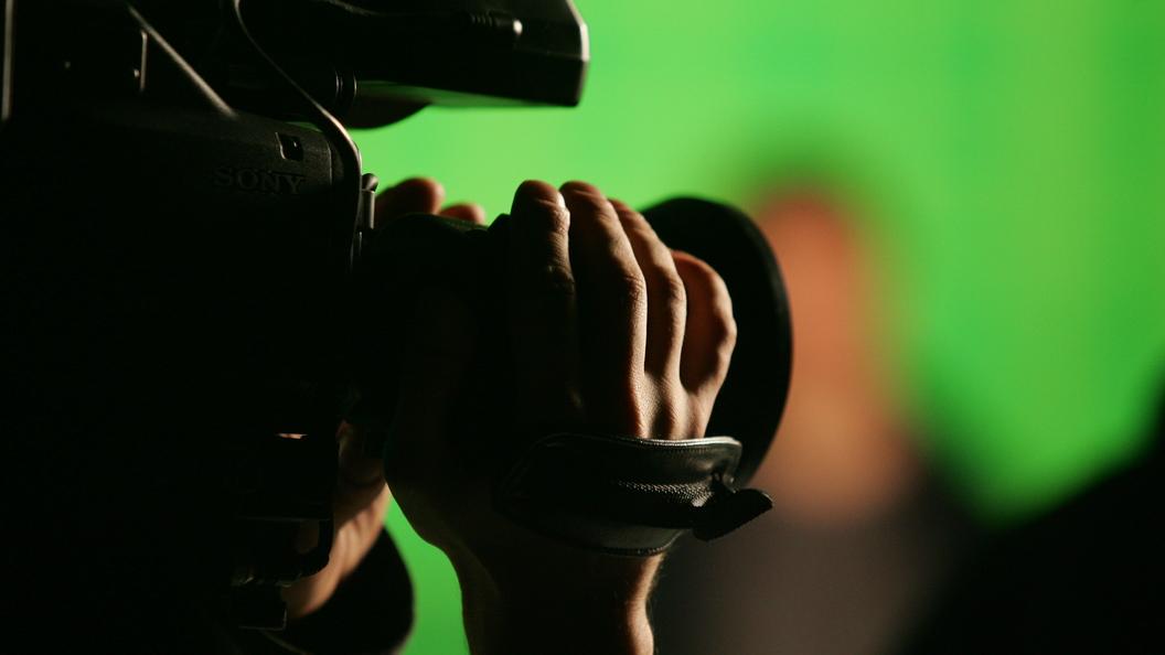 Один мозг на всех: Десятки телеведущих США в унисон зачитали сообщение о фейковых новостях - видео