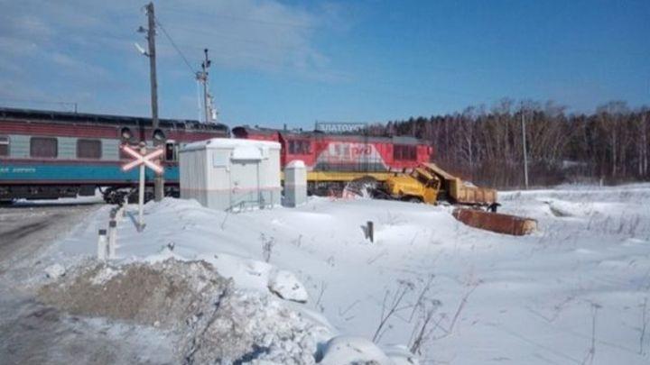 В Челябинской области грузовик столкнулся с поездом