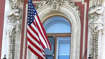 Экс-посол России в США рассказал, почему визу в Америку русским нужно ждать год