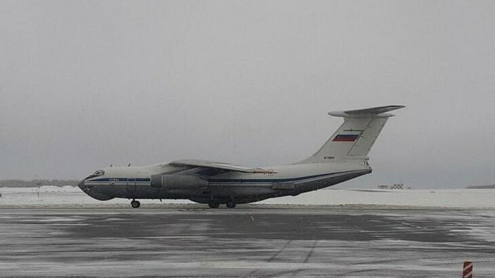 В сложных условиях и с открытой дверью: Экипажи Ил-76 отработали технику пилотирования