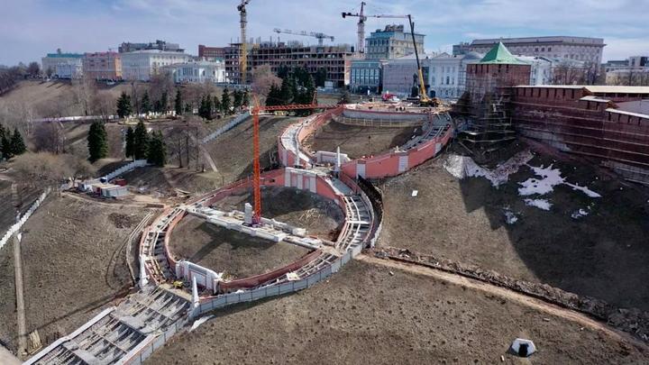 На 65% выполнена реконструкция Чкаловской лестницы