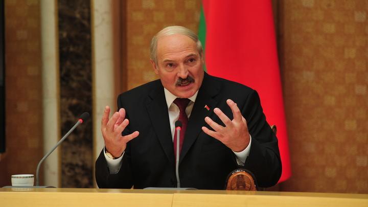 «Борцы с режимом - самые обычные уголовники»: Президент заявил о краже 30 млн рублей у государства