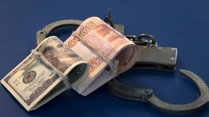 Взяли с поличным: Высокопоставленного следователя на Урале задержали за крупную взятку