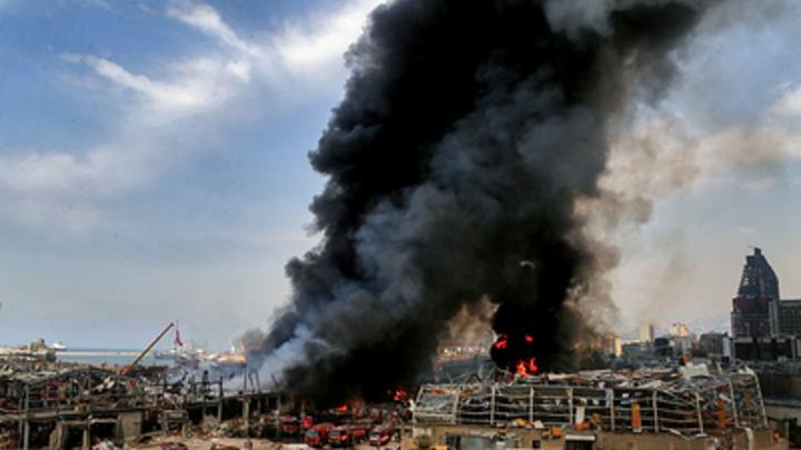 Поджог ради страховки или сокрытие улик? Ливанский эксперт о версиях нового пожара в порту Бейрута