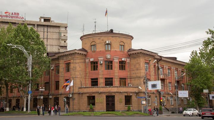 Участникам драки в здании одной из префектур Еревана предъявлено обвинение