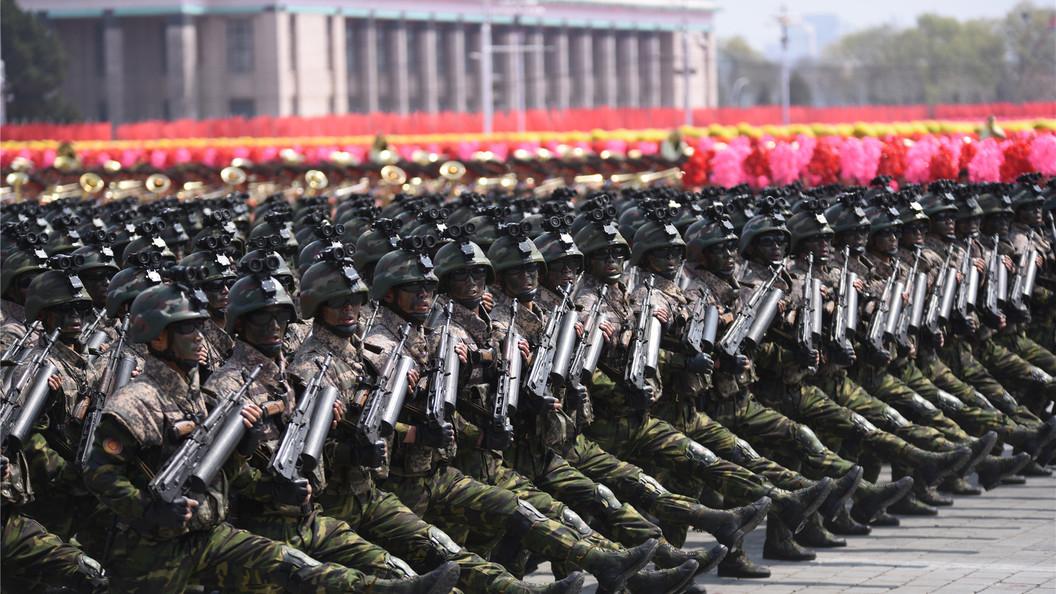 Подготовка квойне сАмерикой: жители  КНДР массово записываются вармию