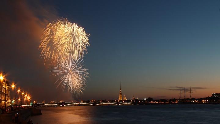 Салют в честь Дня военно-морского флота осветит небо Санкт-Петербурга — прямая трансляция