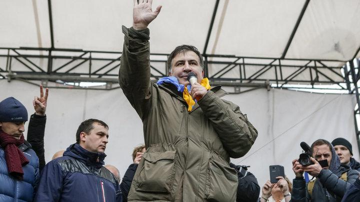 Зрада по-грузински: Саакашвили запросил у Порошенко мира
