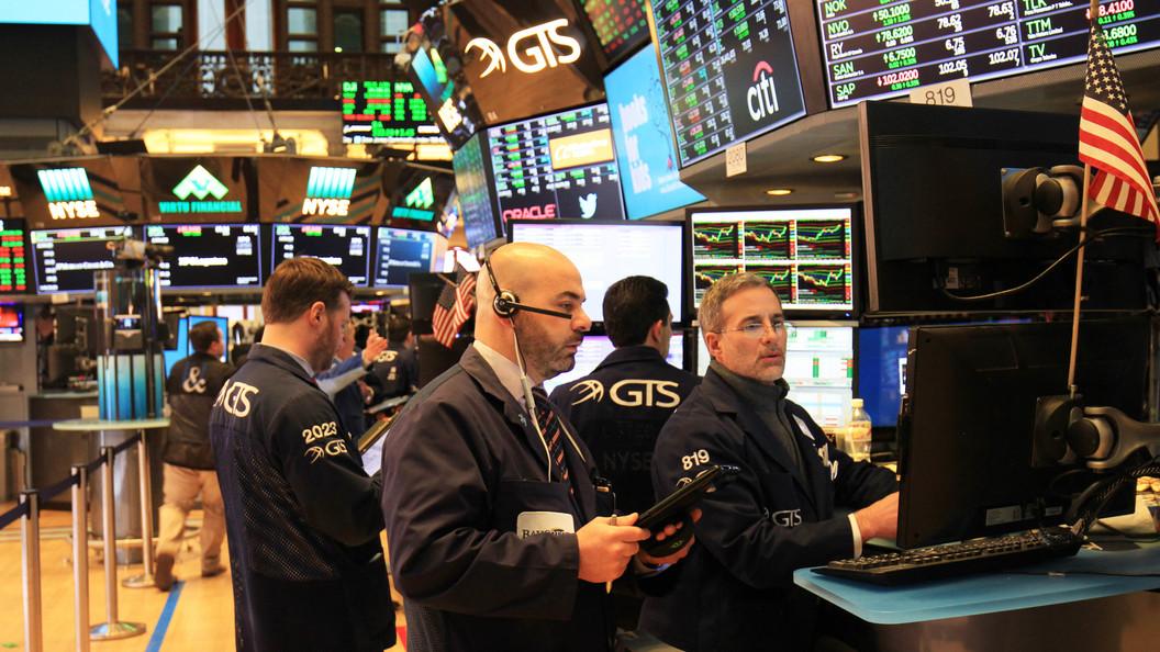 Индекс Dow Jones засутки упал неменее чем на700 пунктов