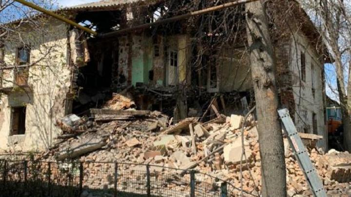 В Самаре обрушилась очередная стена ветхого дома