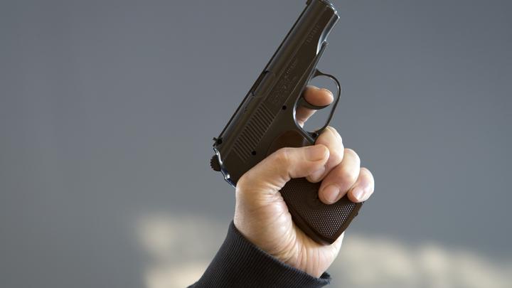 Выпустил три пули в упор и сбежал: В Петербурге ищут опасного стрелка с травматом