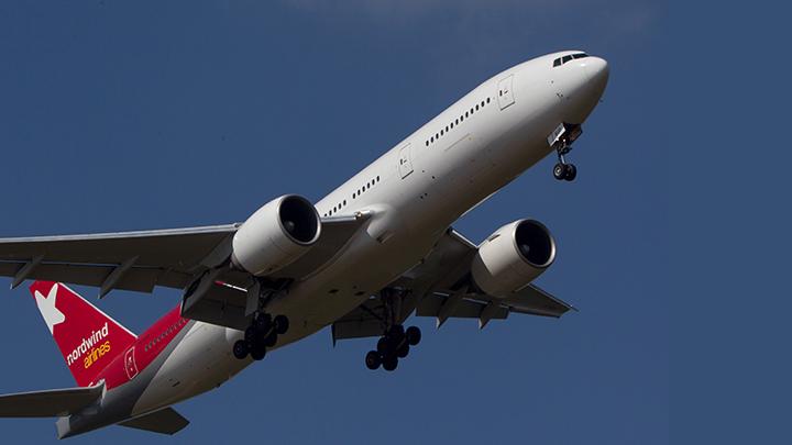 Все начали паниковать, орать, кричать: 28 пассажиров задымившегося в Шереметьеве самолета наотрез отказались лететь