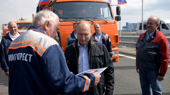 Творец победы: Британские СМИ оценили вклад Путина в проект Крымского моста