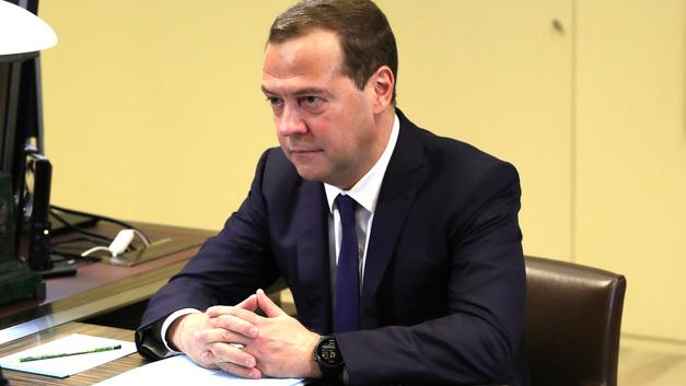 Медведев напомнил о социальном контракте для поддержки семей с детьми