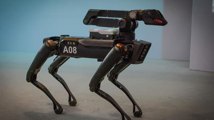 Пристрелите его! Избавьте от страданий: Играющий с собаками робот Spot умер на собственной презентации - видео