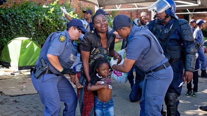 Люди пришли, чтобы убраться: В церкви около Йоханнесбурга захватили заложников, пятеро погибли