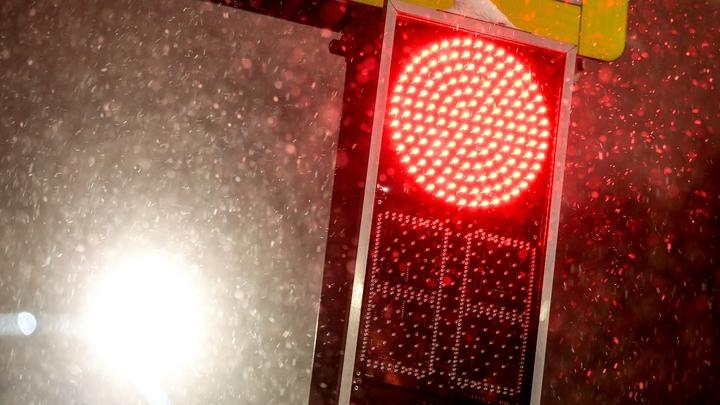 На трех перекрестках в Челябинске отключили светофоры