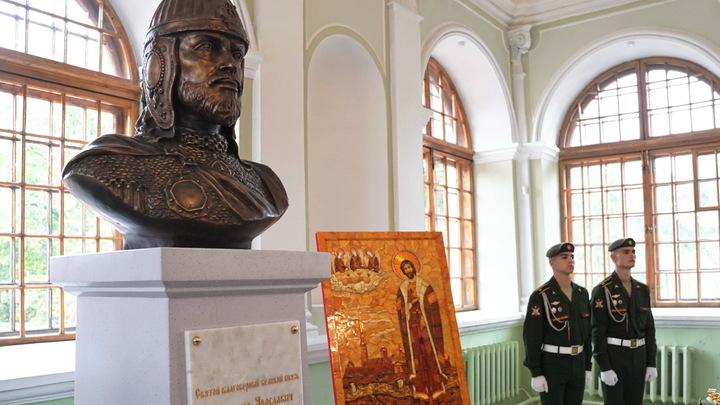 Петербург передал эстафету в установке бюста князя Александра Невскому Белграду
