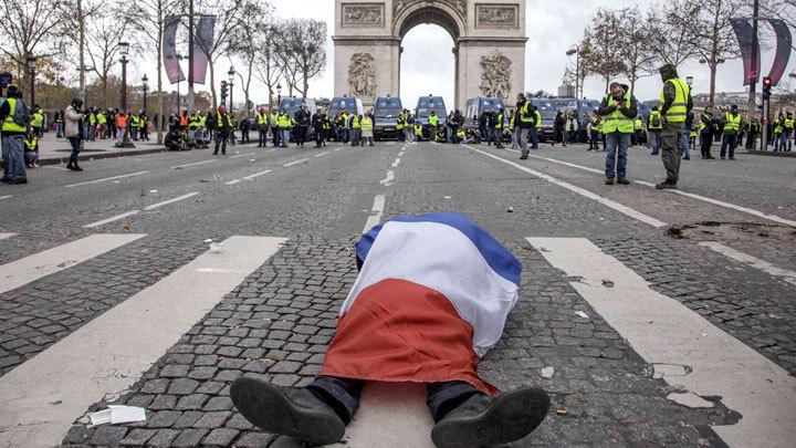 Куда же без России: В беспорядках во Франции нашли «руку Кремля»