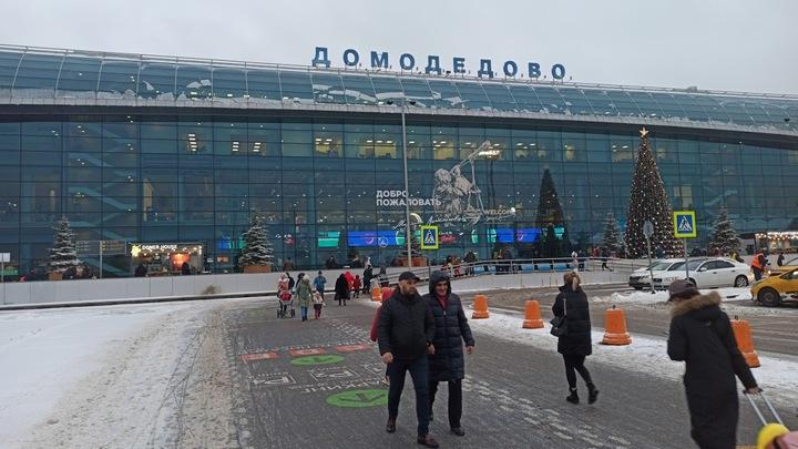 Миллион кубометров снега: Аэропорт Домодедово перешёл в режим аврала