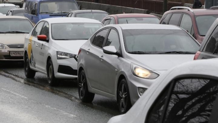 В центре Челябинска образовались две 8-балльные автомобильные пробки