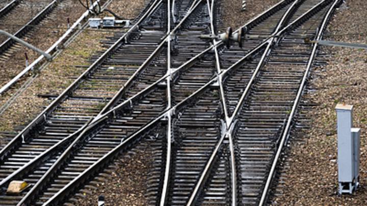 РЖД обещали, студия Артемия Лебедева не сделала: Пассажирам верхних полок не разрешат сидеть на нижних